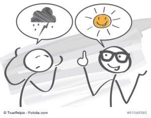 Optimismus; Optimistisch; Optimist; Pessimist; Pessimistisch; Positiv; Negativ; möglich; gegensätzlich; Gegensätze; halb voll; Motivation; halb leer; Glas; erfolgreich; Kraft; Coaching; Coach; Therapie; Diskussion; Gespräch; Lebenseinstellung; Lebensstil; Ziel; ziele; erreichen; Zeit für neues; unmöglich; Männchen; Strichmännchen; argumentieren; Sonne; regen, Depression, Novemberdepression, Lichttherapie, Sprechblase